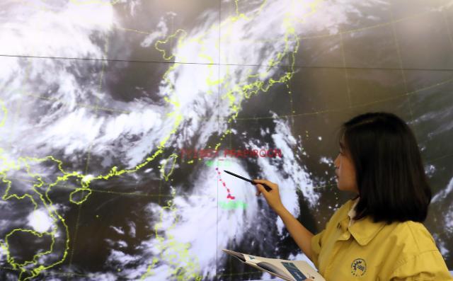 """第7号台风""""派比安""""正在北上移动"""