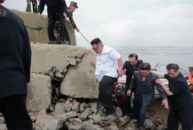 朝鲜媒体给金正恩立人设 洒脱的领导人