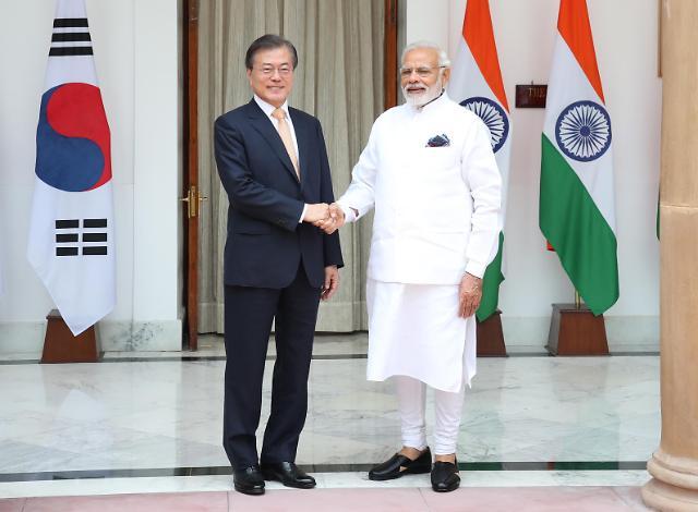 文在寅同印度总理莫迪举行首脑会谈