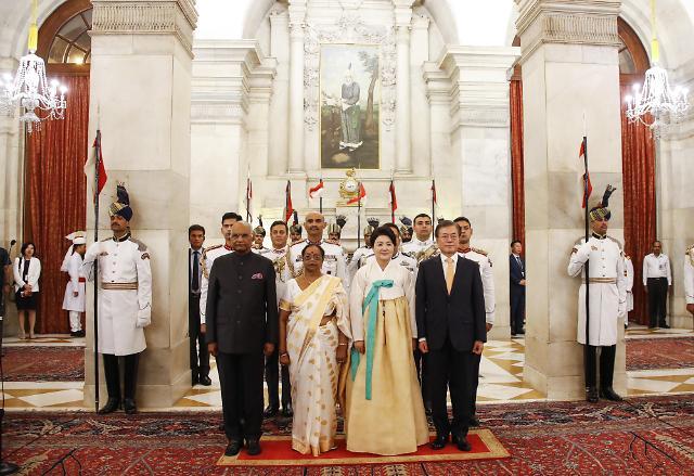 印度总统考文德设宴款待文在寅及夫人金正淑