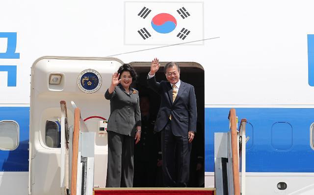 文在寅抵新加坡开始进行国事访问