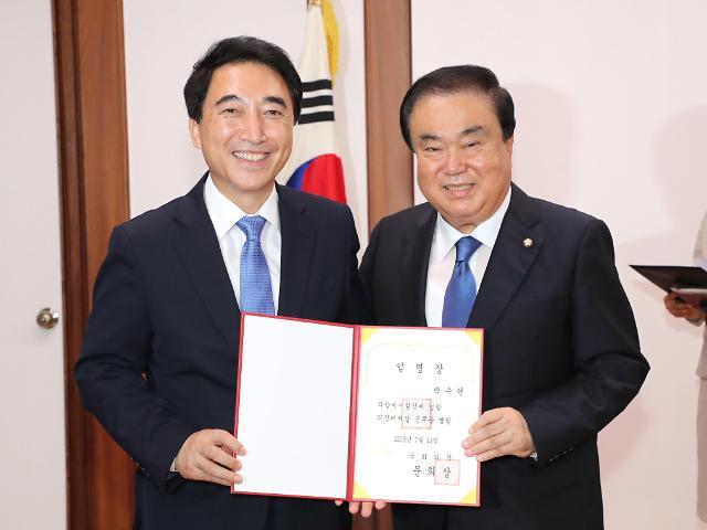 """文喜相当选韩国会下半期议长 长相酷似""""包青天"""""""
