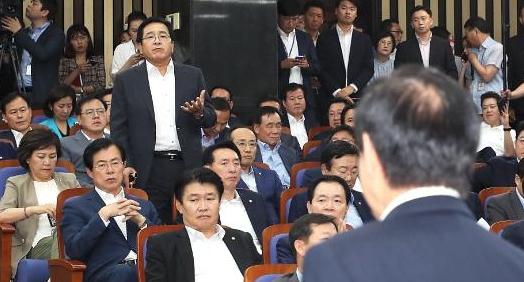 [이주의 국회3컷] '2선 후퇴' 洪-安, 난장판 한국당 의총, '규제 개혁' 민주