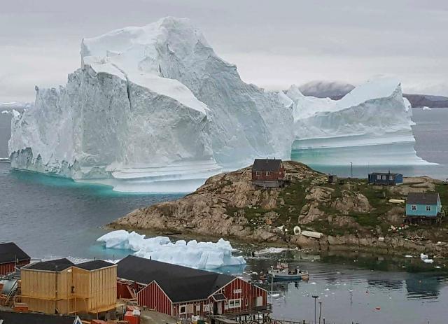 100m 높이 초대형 빙산 그린란드 접근… 기후온난화 영향