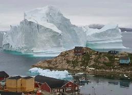 100m 높이 초대형 빙산 그린란드 접근…