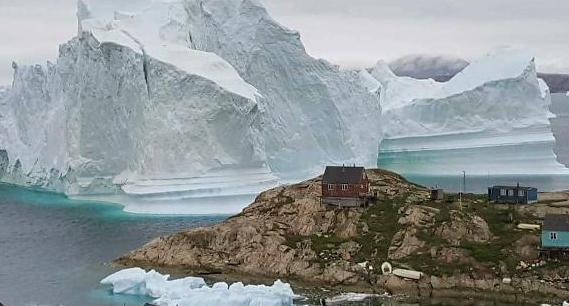 100m 초대형 빙산 그린란드 접근