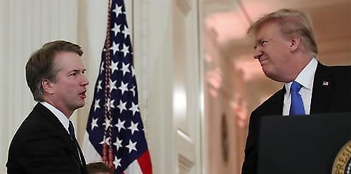 [아주 쉬운 뉴스 Q&A] 트럼프가 지명한 대법관, 왜 논란인가요?