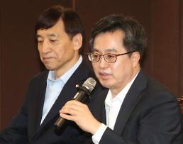 .韩财长:上调最低工资或将对下半年经济工作带来负担.