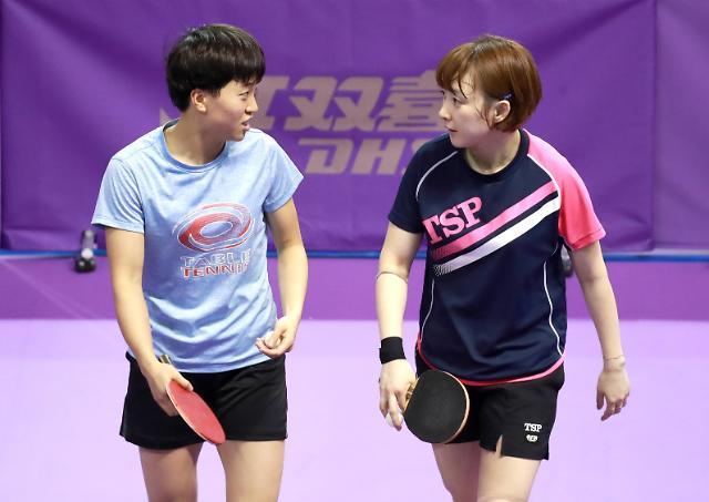 韩朝乒乓球联队开始赛前训练