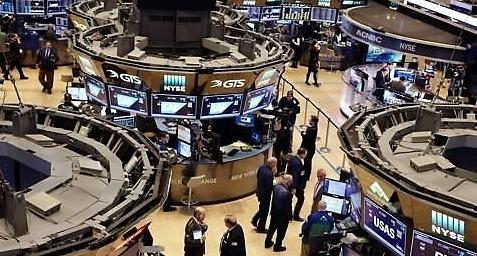 [증시] 은행 호실적 불구 유가 급락 여파에 혼조