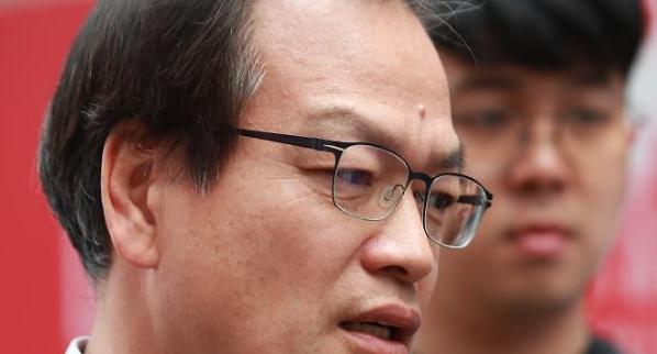 특검, 오사카 총영사 청탁 변호사 첫 긴급체포