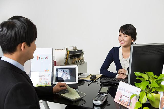 KEB Hana Bank joins campaign to introduce paperless window service