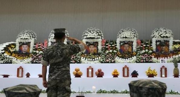 마리온 추락 순직 장병, 해병대장으로 영결식