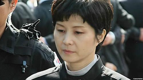 不满诽谤言论 1987大韩航空空难遇难者家属再次起诉主犯金贤姬