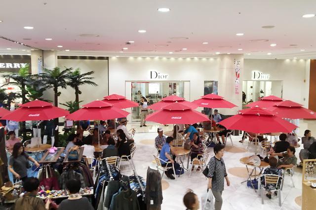 韩国持续高温 百货店成避暑圣地