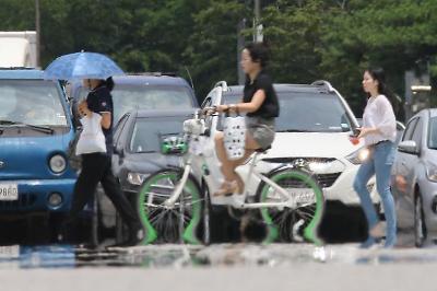 폭염에 녹아내리는(?) 자전거