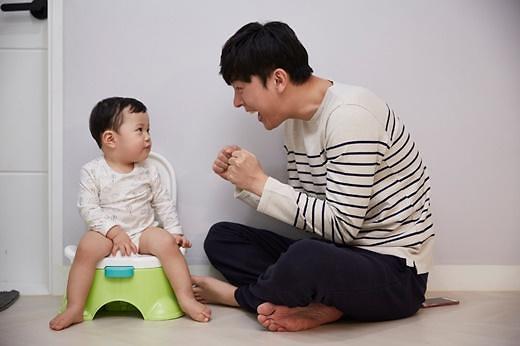 韩今年上半年休育儿假男性同比增六成