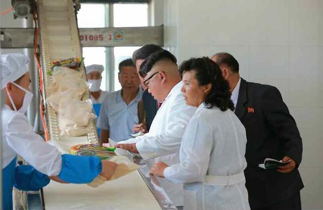 金正恩视察军队食品工厂