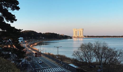 Từ khóa mới 호캉스 (Hocance) và cách tránh cái nóng oi bức mùa hè của khách du lịch Hàn Quốc
