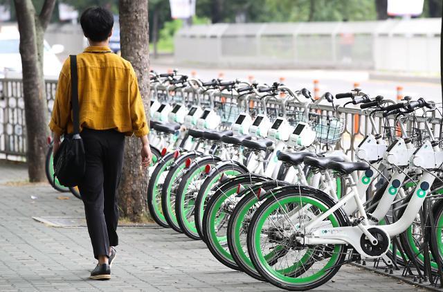 韩政府给共享单车免费配备头盔 不到一周近三成被盗