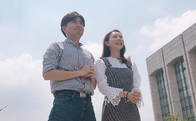 "[AJU VIDEO]韩中女生怎么看男生""涂脂抹粉"""