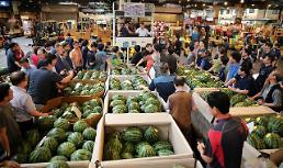 """.一颗西瓜160块 在韩国吃西瓜消暑成""""贵族享受""""."""