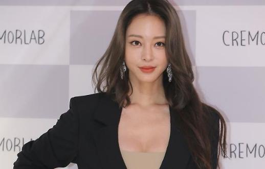 Nữ diễn viên Han Ye-seul lần đầu xuất hiện sau sự cố phẫu thuật thẩm mỹ hỏng