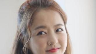Nữ diễn viên Park Bo-young xinh đẹp trong buổi họp báo ra mắt phim