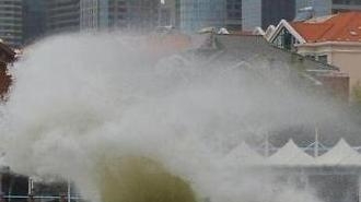[중국포토] 중국 칭다오 강타한 태풍 '야기'... 거대 파도 형성