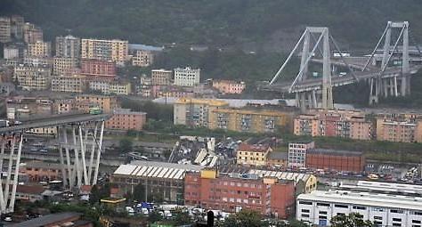 伊제노바 고속도로 다리 붕괴…최소 26명 사망