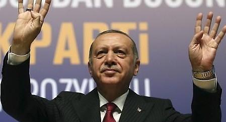 '퍼펙트 스톰'에 갖힌 터키…어쩌다가?