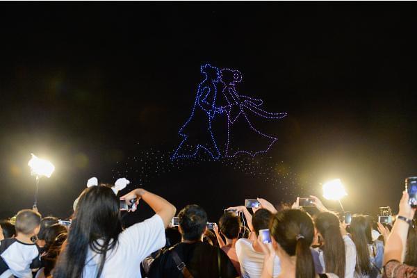 [중국포토] 칠월칠석, 드론이 수놓은 아름다운 밤하늘