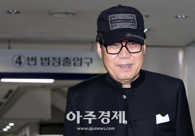 """그림대작 조영남 항소심서 무죄…조영남 """"작품 활동 계속할 것"""""""