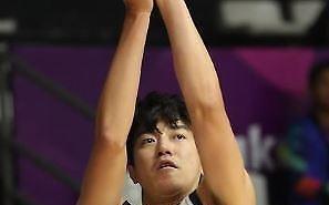 [아시안게임] 남자농구, 허일영 3점포 6방으로 몽골 완파…8강 확정