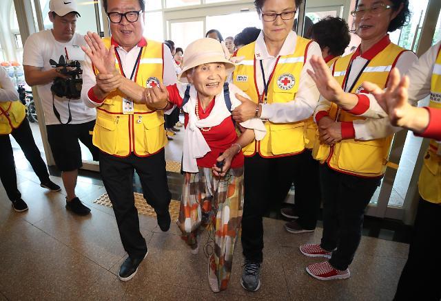 韩方人员准备访朝见失散亲人