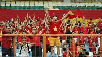 '박항서 매직'에 취한 베트남, 일부 축구팬