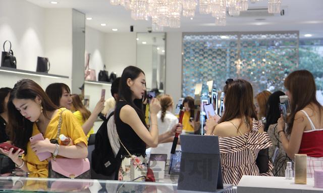 中国网红在韩直播4小时 卖出1.6亿韩元化妆品