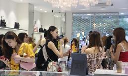 .中国网红在韩直播4小时 卖出1.6亿韩元化妆品.