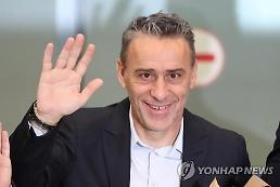 .韩足新帅抵韩 头号目标锁定亚洲杯.