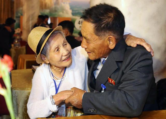 九旬韩国老妪见到朝鲜儿子