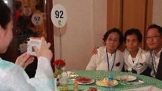 [포토] 남북이산가족상봉… 기념사진 촬영
