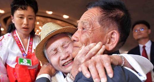 [이산가족]  68년만의 재회에 눈물바다
