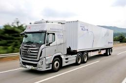 .Hyundais large self-driving truck tested on busy expressway.