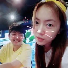 .因为这位戏精大叔 刘花英今天在韩网火了一整天 .