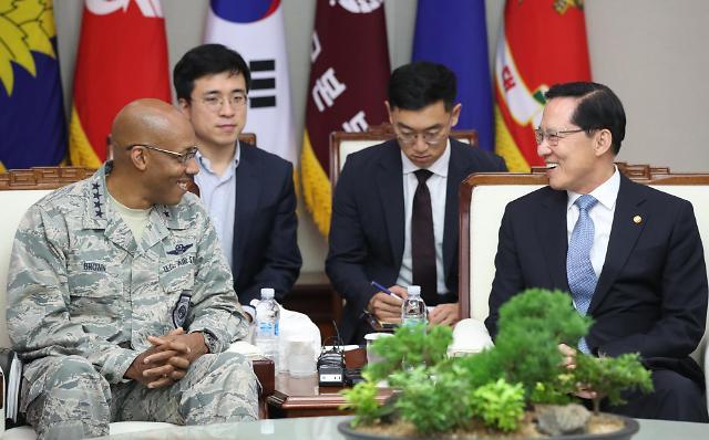 韩防长会晤美太平洋空军司令
