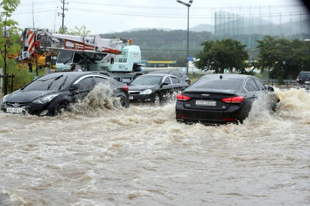 暴雨袭击韩国致1人死亡2人受伤