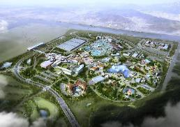 .[CORRECTION] S. Korea resurrects shelved project to build world-class theme park.