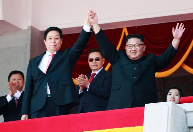 朝鲜建国70周年阅兵式  金正恩栗战书并肩阅兵