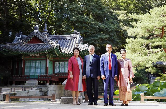 文在寅在昌德宫为印尼总统举行欢迎仪式
