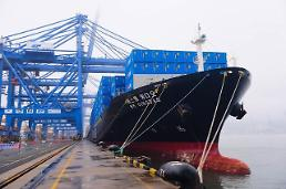 .SM shipping company forges alliance with Vietnams national shipper .